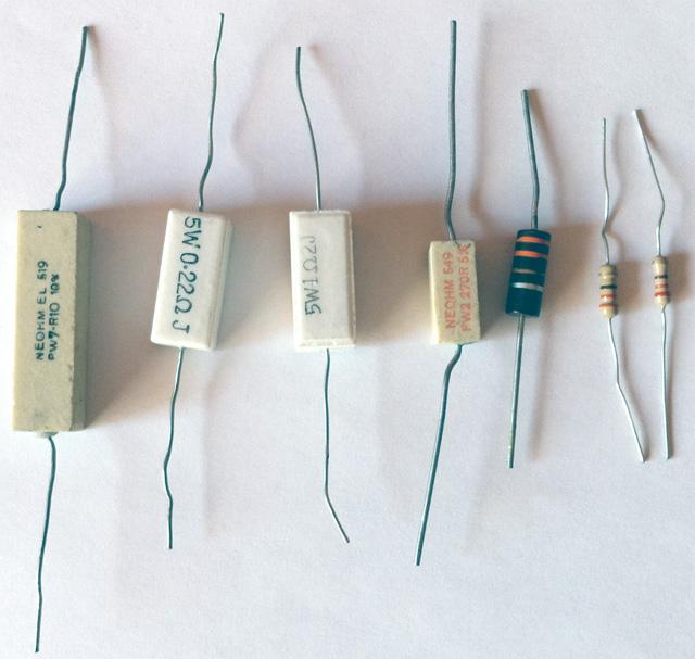 Schema Elettrico Voltmetro Per Auto : Lezioni di laboratorio di elettronica u2013 uso del multimetro: misurare